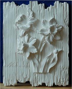 цветы на дощечках нарциссы