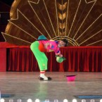 клоун - жонглер Ден