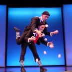 2 жонглера - акробата